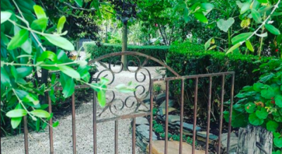 Aldinga Secret Garden, Fleurieu Peninsula, Venue for weddings and events, engagement parties and birthday celebrations. Rustic, quirky secret garden offered exclusively through VENYU