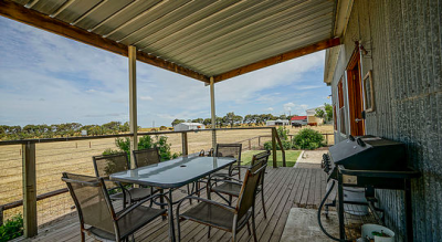 Redwing Farm, country wedding venue near Moonta, Yorke Peninsula, rustic shearing shed ceremony and reception and vintage accommodation.