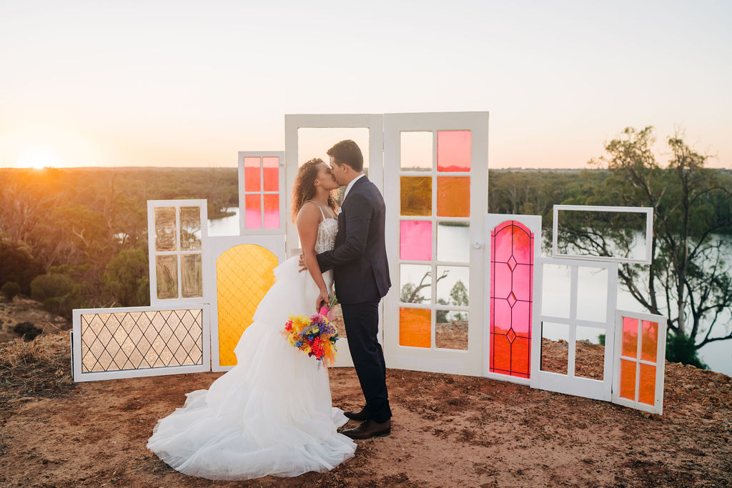 The River Block styled shoot - splashes of vibrant colour at this complete dry hire wedding venue in the Riverland with luxury accommodation